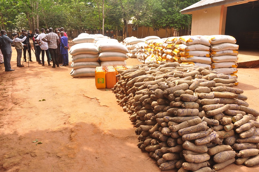 Obaseki donates relief materials to IDPs